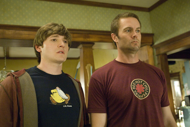L-R): Jimmy Chance (Lucas Neff) and Burt (Garret Dillahunt) in RAISING HOPE.