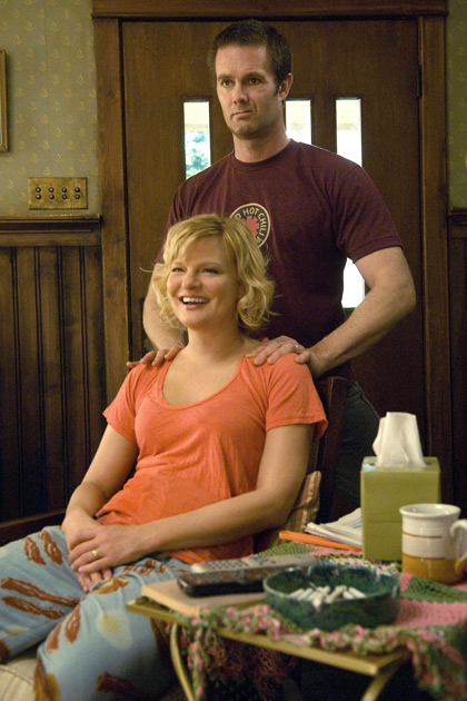 (L-R): Virginia (Martha Plimpton) and Burt (Garret Dillahunt) in RAISING HOPE.