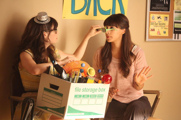 Cece tries on Zooey's green glasses