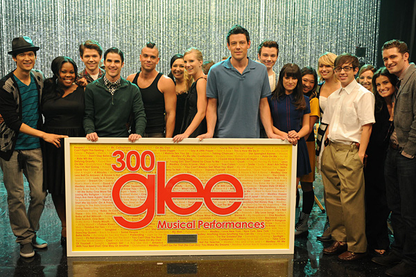 Glee celebrates 300 Musical Performances