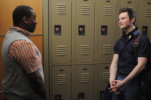 Wade, a student from a competing Glee club, asks Kurt's advice.