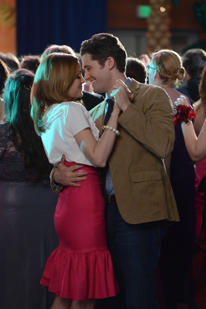 Mr Schuester and Miss Pillbusy dance at Prom