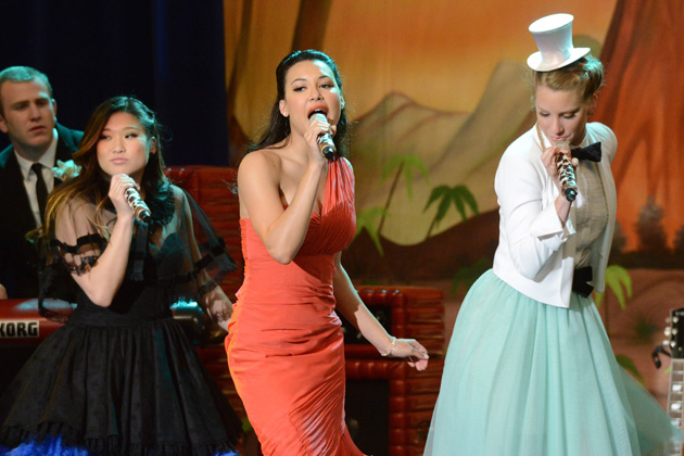 The girls from Glee perform at Prom