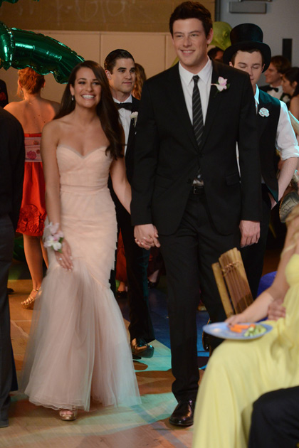 Rachel and Finn arrive at Prom.