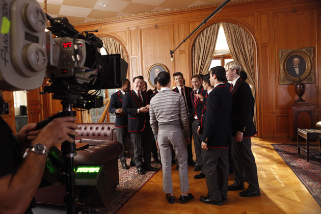 Behind the scenes - Blaine visits the Warblers.