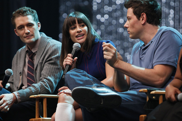 The cast of Glee celebrates 300 musical performances.